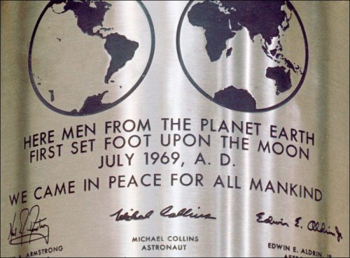 Apollo 11.plaque