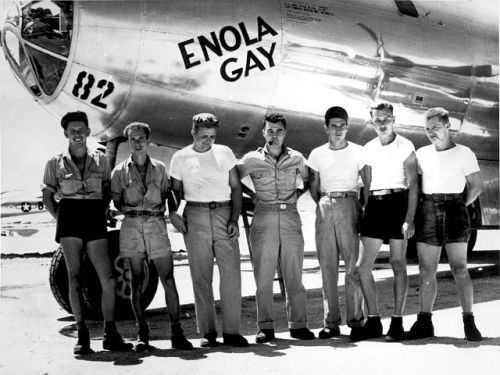B-29_Enola_Gay_w_Crews