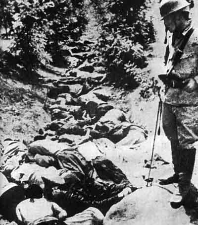 Chinese_killed_by_Japanese_Army_in_a_ditch,_Hsuchow