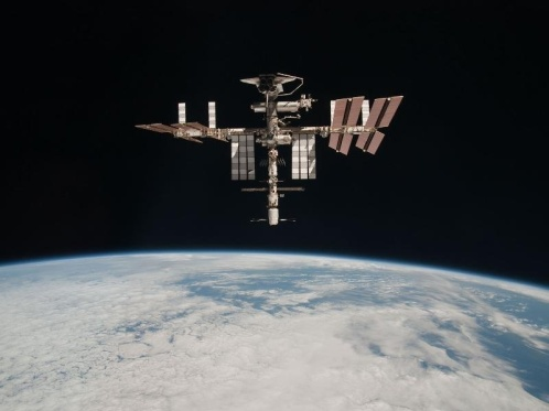 space-station-with-shuttle-on-top