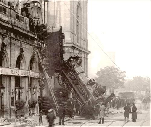 train wreck at montparnasse 1895b